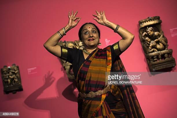 Fran Blandy Indian dancer Lakshmi Vishwanathan performs during the exhibition The KamaSutra spirituality and erotism in Indian art at the Paris'...