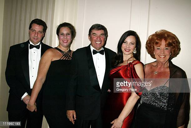 Fran Drescher with from left to right her sister Nadine husband Barry Smith father Morty and mother Sylvia
