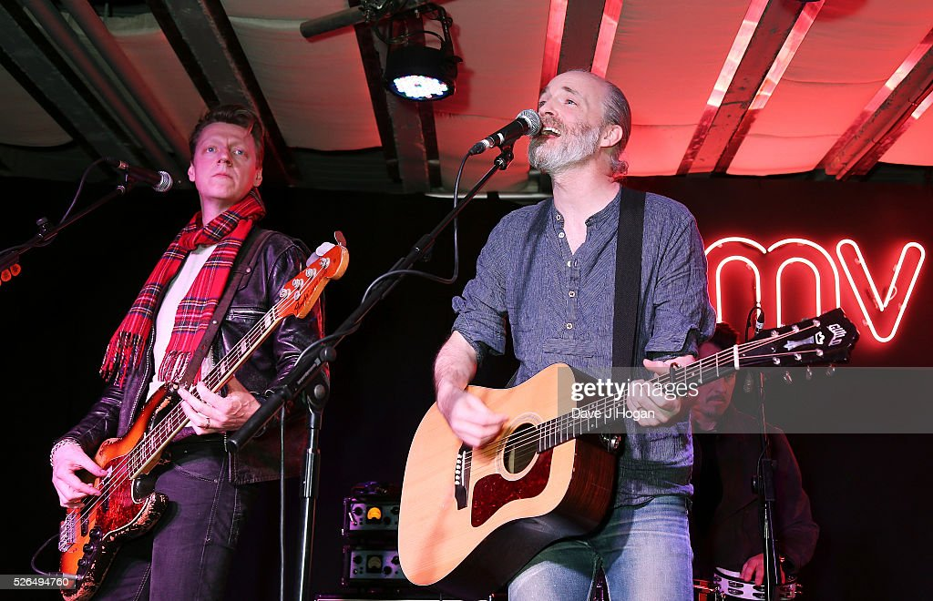 <a gi-track='captionPersonalityLinkClicked' href=/galleries/search?phrase=Fran+Healy&family=editorial&specificpeople=226587 ng-click='$event.stopPropagation()'>Fran Healy</a> (R) and <a gi-track='captionPersonalityLinkClicked' href=/galleries/search?phrase=Dougie+Payne&family=editorial&specificpeople=2212081 ng-click='$event.stopPropagation()'>Dougie Payne</a> of Travis perform songs from their new album 'Everything At Once' at HMV Oxford Street on April 30, 2016 in London, England.