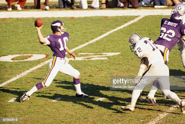 Fran Tarkenton quarterback for the Minnesota Vikings throws to a teammate during Super Bowl XI against the Oakland Raiders at the Rose Bowl on...