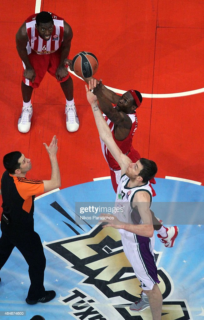 Fran Vazquez, #17 of Unicaja Malaga competes with Brent Petway, #4 of Olympiacos Piraeus during the Turkish Airlines Euroleague Basketball Top 16 Date 8 game between Olympiacos Piraeus v Unicaja Malaga at Peace and Friendship Stadium on February 27, 2015 in Athens, Greece.