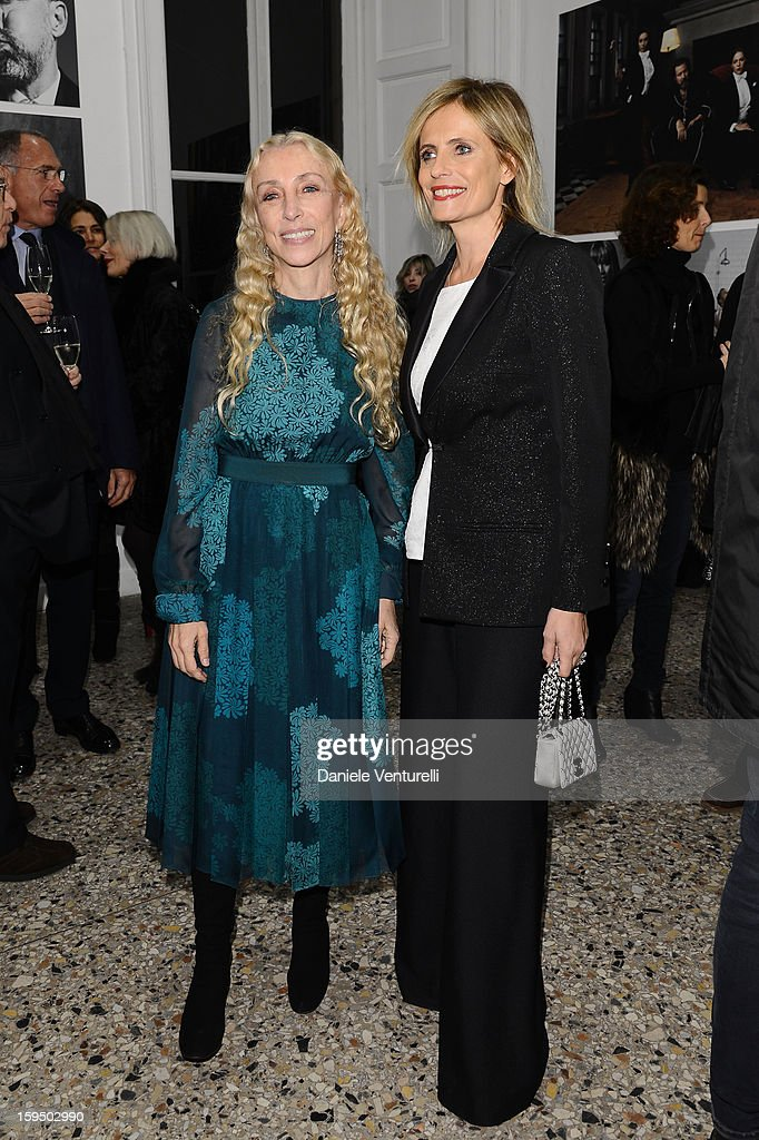 <a gi-track='captionPersonalityLinkClicked' href=/galleries/search?phrase=Franca+Sozzani&family=editorial&specificpeople=639425 ng-click='$event.stopPropagation()'>Franca Sozzani</a> and <a gi-track='captionPersonalityLinkClicked' href=/galleries/search?phrase=Isabella+Ferrari&family=editorial&specificpeople=630378 ng-click='$event.stopPropagation()'>Isabella Ferrari</a> attend the 'So Chic So Stylish' cocktail party as part of Milan Fashion Week Menswear Autumn/Winter 2013 on January 14, 2013 in Milan, Italy.