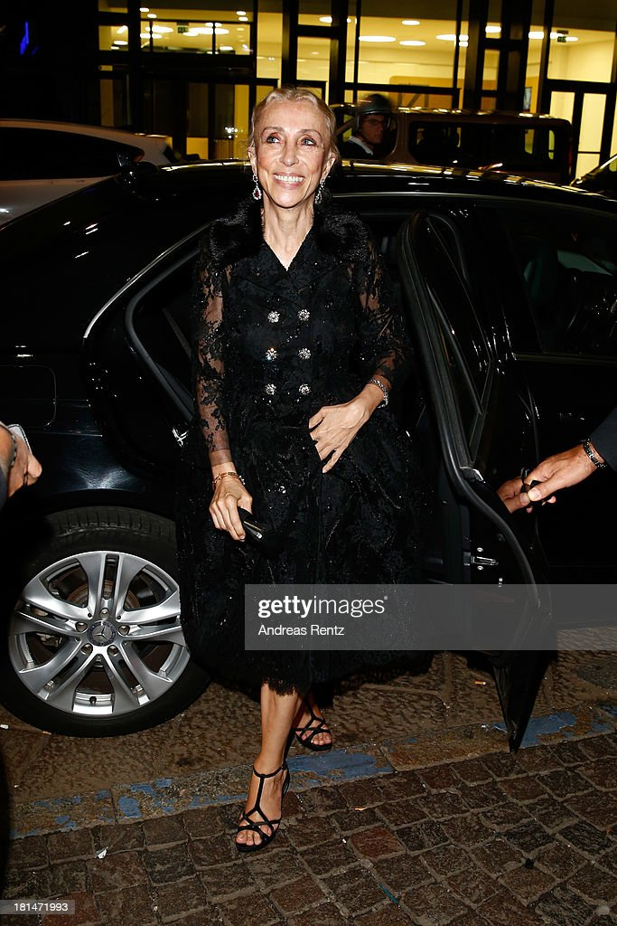 <a gi-track='captionPersonalityLinkClicked' href=/galleries/search?phrase=Franca+Sozzani&family=editorial&specificpeople=639425 ng-click='$event.stopPropagation()'>Franca Sozzani</a> attends the amfAR Milano 2013 Gala Dinner as part of Milan Fashion Week Womenswear Spring/Summer 2014 at La Permanente on September 21, 2013 in Milan, Italy.