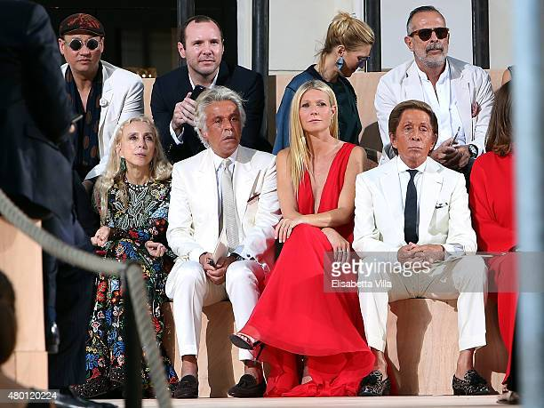 Franca Sozzani Giancarlo Giammetti Gwyneth Paltrow and Valentino Garavani attend the Valentinos 'Mirabilia Romae' haute couture collection...