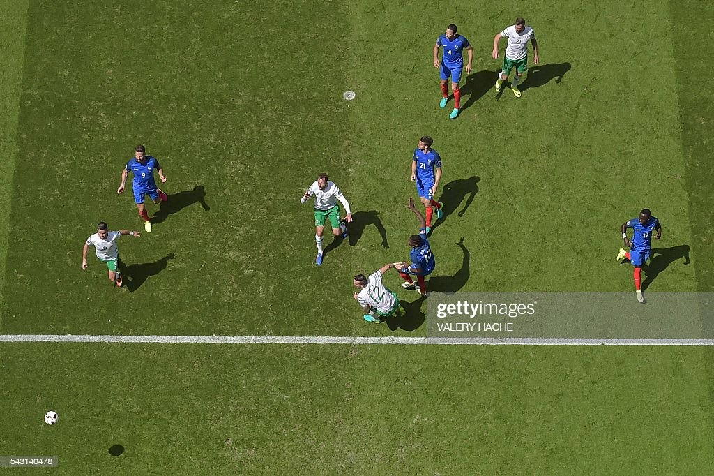 France and Ireland players vie for the ball during the Euro 2016 round of 16 football match between France and Republic of Ireland at the Parc Olympique Lyonnais stadium in Décines-Charpieu, near Lyon, on June 26, 2016. / AFP / Valery HACHE