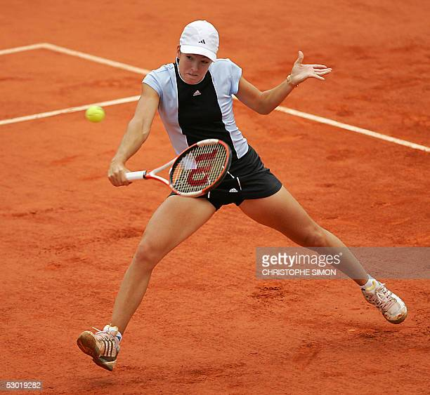 Belgium Justine HeninHardenne returns the ball to French Mary Pierce during their women's final match of the tennis French Open at Roland Garros 04...