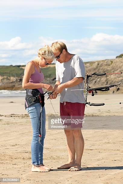 France, Bretagne, Finistere, father and daughter preparing kite