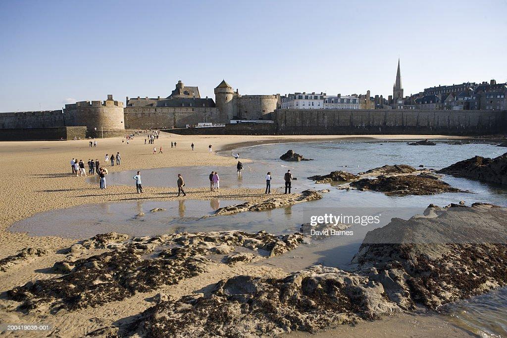 France, Brittany, Ille-et-Vilaine, Saint Malo, people on beach