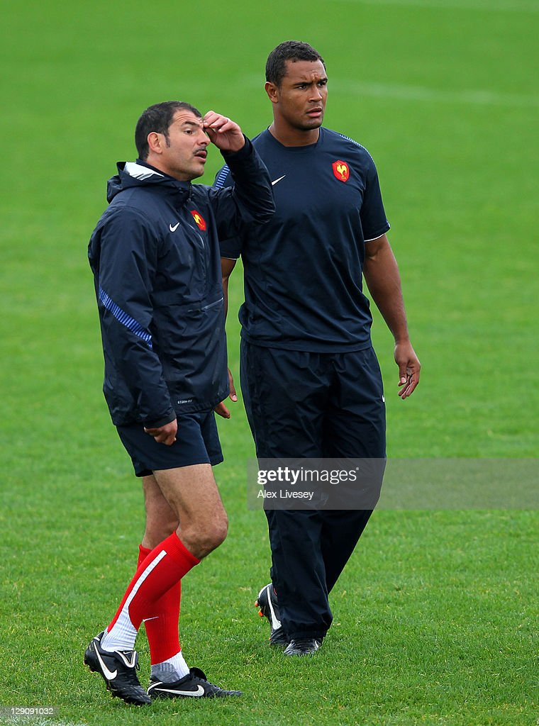France captain <a gi-track='captionPersonalityLinkClicked' href=/galleries/search?phrase=Thierry+Dusautoir&family=editorial&specificpeople=544025 ng-click='$event.stopPropagation()'>Thierry Dusautoir</a> (R) looks on as head coach <a gi-track='captionPersonalityLinkClicked' href=/galleries/search?phrase=Marc+Lievremont&family=editorial&specificpeople=2726997 ng-click='$event.stopPropagation()'>Marc Lievremont</a> (L) addresses the players during a France IRB Rugby World Cup 2011 training session at Onewa Domain on October 13, 2011 in Takapuna, New Zealand.
