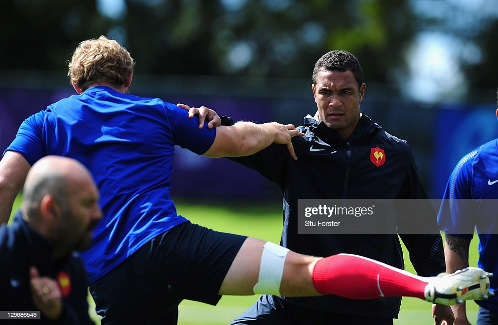 France captain <a gi-track='captionPersonalityLinkClicked' href=/galleries/search?phrase=Thierry+Dusautoir&family=editorial&specificpeople=544025 ng-click='$event.stopPropagation()'>Thierry Dusautoir</a> (r) warms up during a France IRB Rugby World Cup 2011 training session at Onewa Domain on October 20, 2011 in Takapuna, New Zealand.