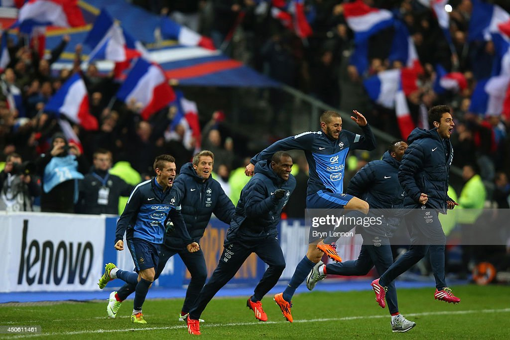 France celebrate after winning the FIFA 2014 World Cup Qualifier Play-off second leg match between France and Ukraine at the Stade de France on November 19, 2013 in Paris, France.