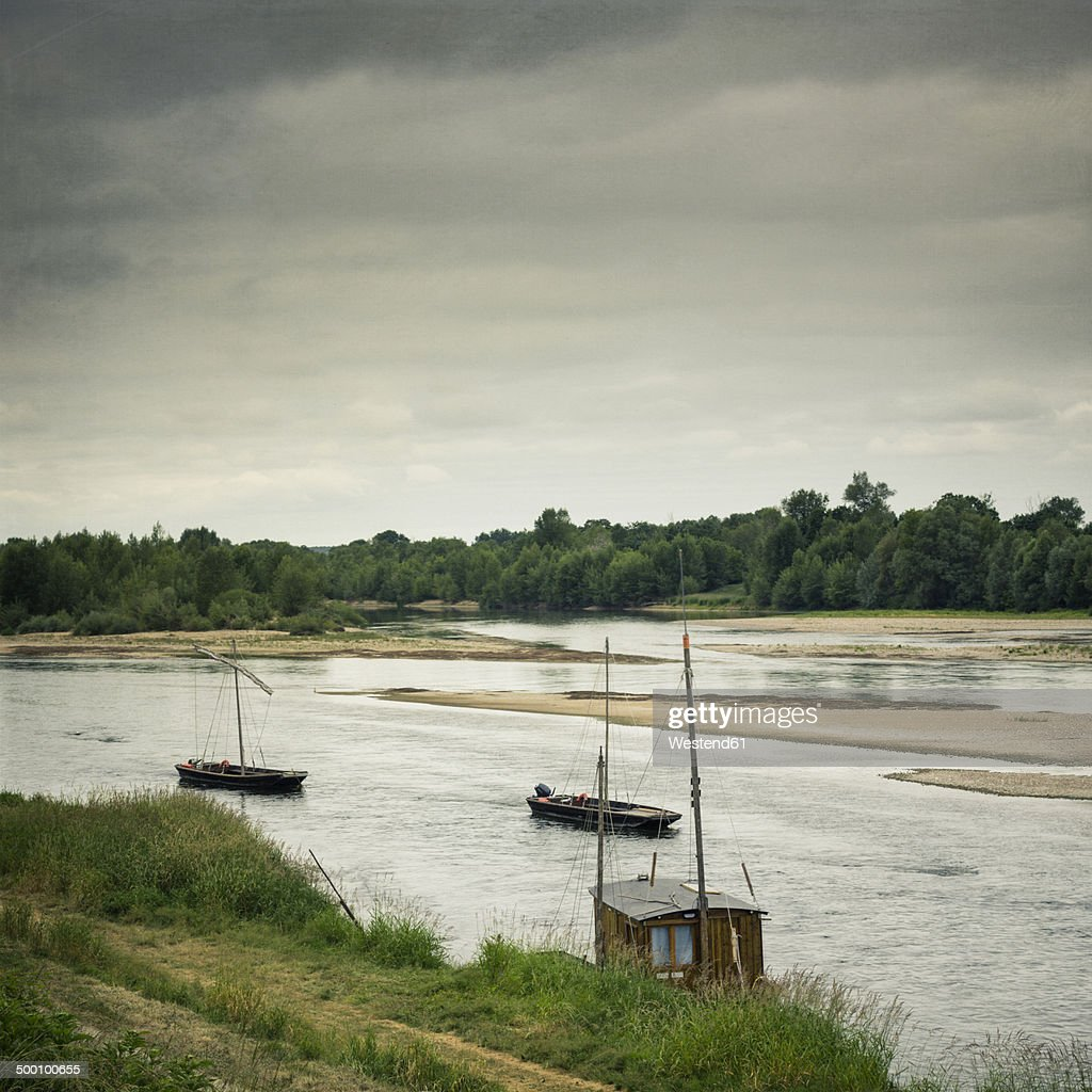 France, Centre, Chaumont-sur-Loire, River Loire, Sandbanks and boats