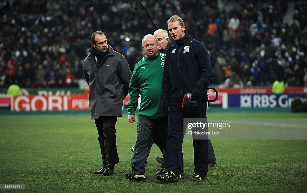 France Coach Philippe Saint Andre and Ireland Coach <a gi-track='captionPersonalityLinkClicked' href=/galleries/search?phrase=Declan+Kidney&family=editorial&specificpeople=626890 ng-click='$event.stopPropagation()'>Declan Kidney</a> talk just before kick off with the officials during the RBS 6 Nations match between France and Ireland at Stade de France on February 11, 2012 in Paris, France.