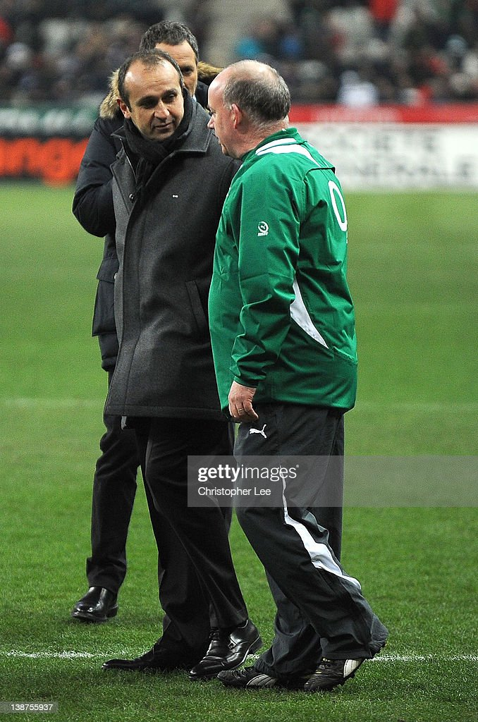 France Coach Philippe Saint Andre and Ireland Coach Declan Kidney talk before kick off during the RBS 6 Nations match between France and Ireland at Stade de France on February 11, 2012 in Paris, France.