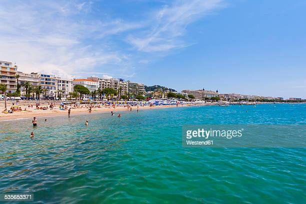 France, Cote dAzur, Cannes, tourists on beach