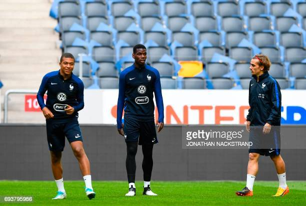 FranceÕ' forward Kylian Mbappe midfielder Paul Pogba and forward Antoine Griezmann attend a training session of the French national football team on...