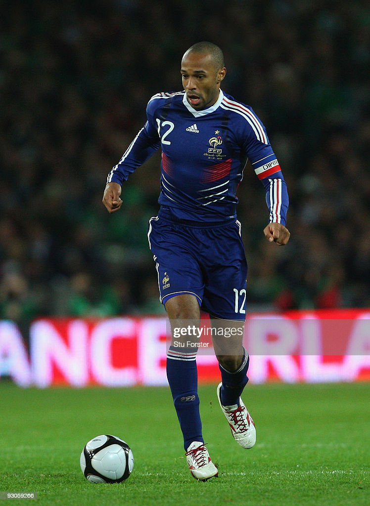 France forward <a gi-track='captionPersonalityLinkClicked' href=/galleries/search?phrase=Thierry+Henry&family=editorial&specificpeople=167275 ng-click='$event.stopPropagation()'>Thierry Henry</a> races towards goal during the FIFA 2010 World Cup Qualifier play off first leg between Republic of Ireland and France at Croke Park on November 14, 2009 in Dublin, Ireland.