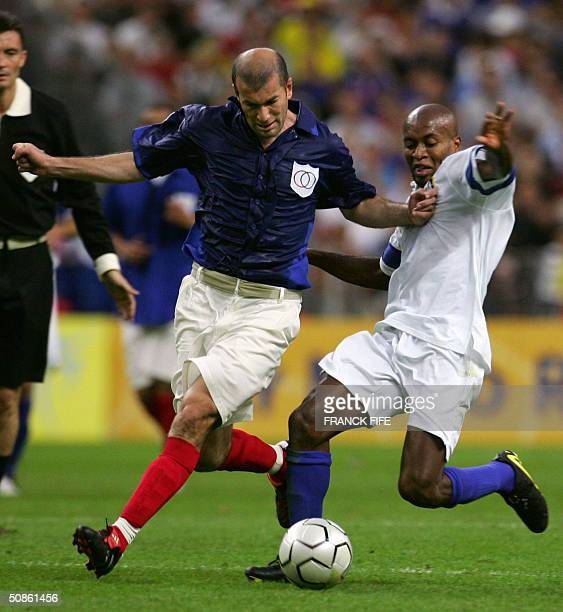 France's midfielder Zinedine Zidane and Brazil's defender Roberto Carlos fight for the ball during the FIFA Centenary football match between France...