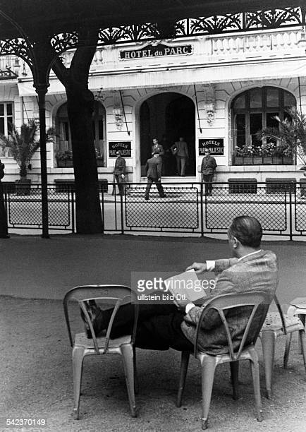 WW II France German occupation the so called unoccupied zone of Vichy France people in front of the Hotel du Parc in Vichy seat of government of the...