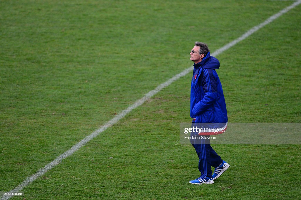 France head coach <a gi-track='captionPersonalityLinkClicked' href=/galleries/search?phrase=Guy+Noves&family=editorial&specificpeople=576406 ng-click='$event.stopPropagation()'>Guy Noves</a> during a training session at National center of rugby ahead of their Six Nations match against Ireland, on February 9, 2016 in Marcoussis, Paris, France.