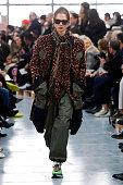 Sacai : Runway - Paris Fashion Week - Menswear F/W...