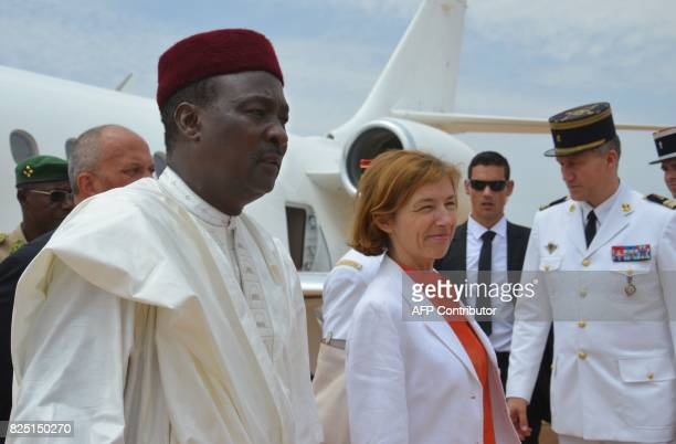 France Minister of Army Forces Florence Parly is welcomed by Niger's President Mahamadou Issoufou at Niamey airport on July 31 2017 / AFP PHOTO /...