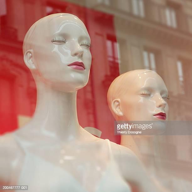 France, Paris, 1st Arrondisement, mannequins in shop window