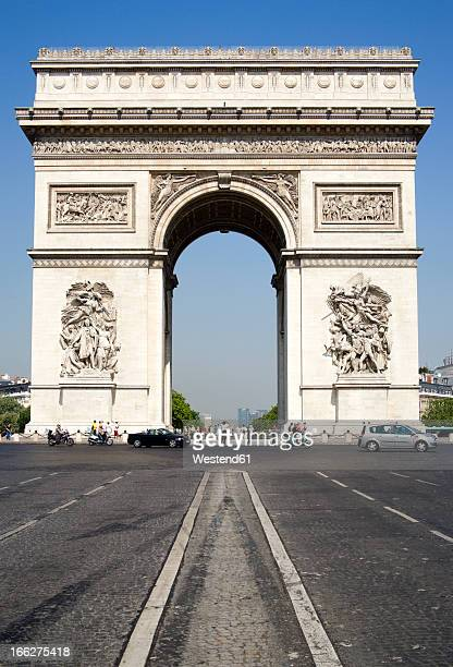 France, Paris, Arc de Triomphe, Place Charles De Gaulle, City traffic