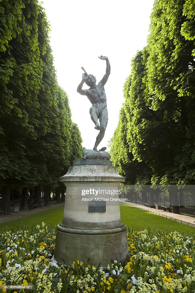 France, Paris, statue in Luxembourg Gardens : Stock Photo