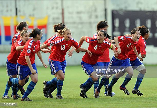 France players celebrate their victory against Germany after the UEFA Women's Under19 European Championship semifinal match between Germany and...