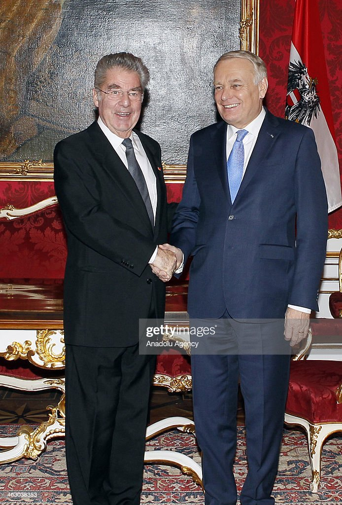 France Prime Minister Jean-Marc Ayrault (R) and Austria President Heinz Fischer (L) shake hands during the press conference in Wien, Austria on January 16, 2014.