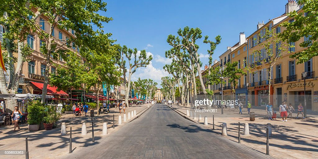 France, Provence, Aix-en-Provence, view to avenue Cours Mirabeau