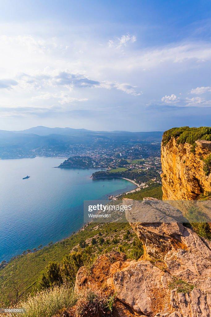 France, Provence-Alpes-Cote dAzur, Bouches-du-Rhone, Mediterranean coast, View to Cassis, Corniche des Cretes