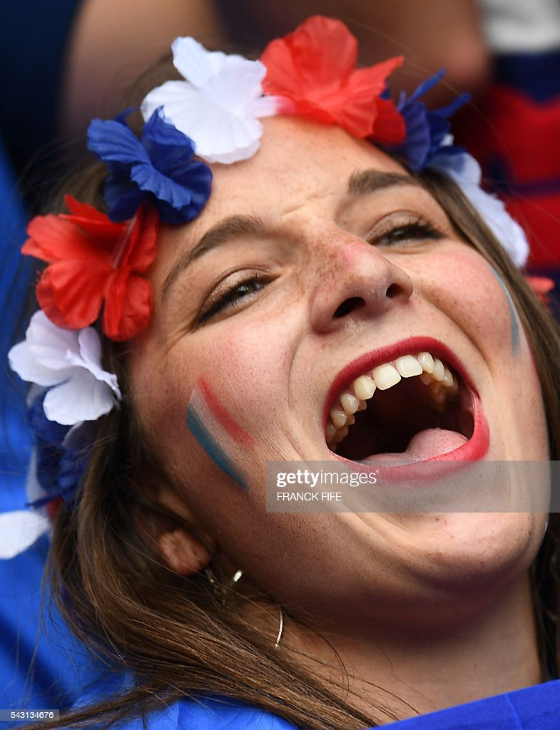 A France supporter cheers prior to the Euro 2016 round of 16 football match between France and Republic of Ireland at the Parc Olympique Lyonnais stadium in Décines-Charpieu, near Lyon, on June 26, 2016. / AFP / FRANCK