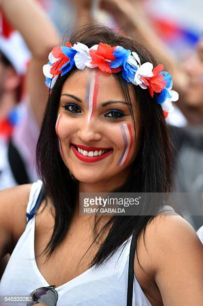 France supporter cheers prior to the Euro 2016 semifinal football match between Germany and France at the Toulouse Fan Zone on July 7 2016 / AFP /...