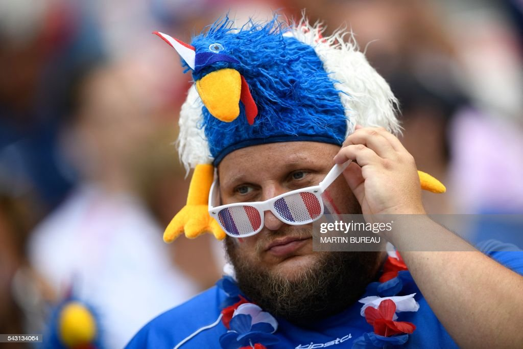 A France supporter is seen prior to the Euro 2016 round of 16 football match between France and Republic of Ireland at the Parc Olympique Lyonnais stadium in Décines-Charpieu, near Lyon, on June 26, 2016. / AFP / MARTIN