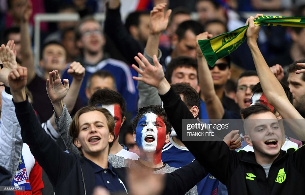 France supporters cheer before the friendly football match between France and Cameroon, at the Beaujoire Stadium in Nantes, western France, on May 30, 2016. / AFP / FRANCK