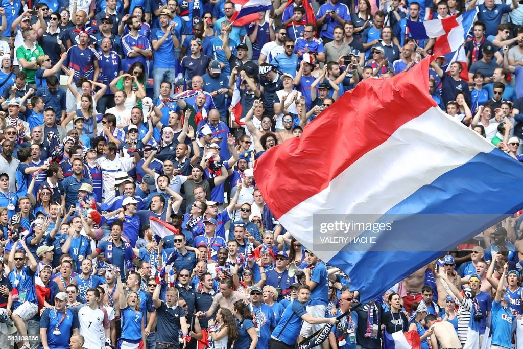 France supporters cheer during the Euro 2016 round of 16 football match between France and Republic of Ireland at the Parc Olympique Lyonnais stadium in Décines-Charpieu, near Lyon, on June 26, 2016. / AFP / Valery HACHE