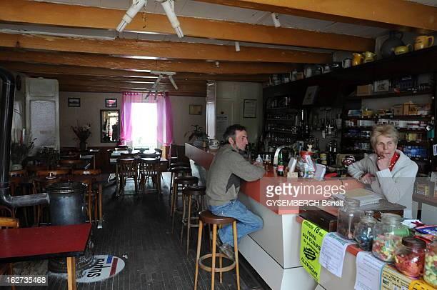 The Bars In Danger Dans les villages les patrons de barsrestaurants épicerie petits commerces sont indispensables à la vie sociale Ils gagnent un...