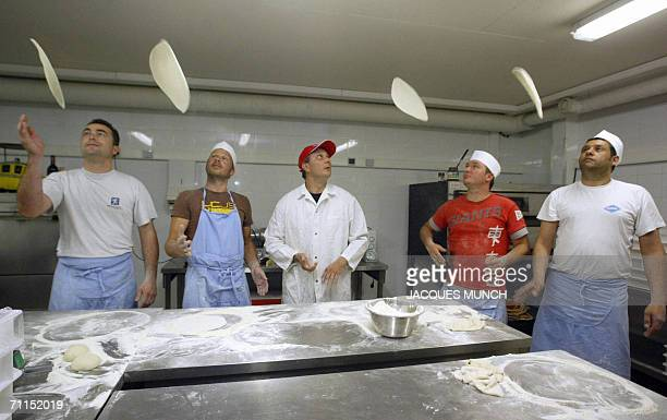 TO GO WITH AFP STORY FILES A picture taken 19 May 2006 shows Eric Riem teacher of the French pizza school 'Pizzaiolo' instructing his apprentices...