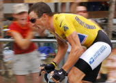 L'ALPE D'HUEZ France US Lance Armstrong rides during the 16th stage of the 91st Tour de France cycling race a time trial between Bourg d'Oisans and...