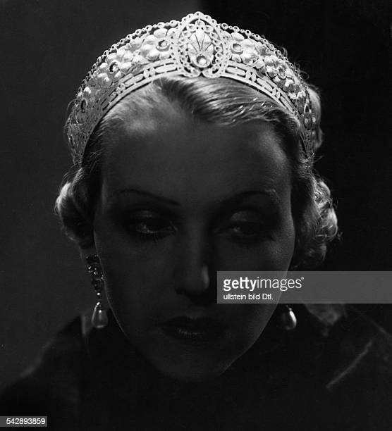 France woman wearing tiara by jeweller Chomet made after a famous model date unknown around 1930 photo by Pawel Barchan