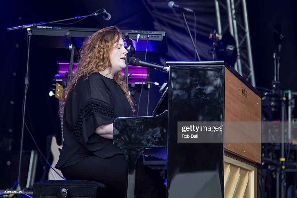 Afbeeldingsresultaat voor sophie frances in concert