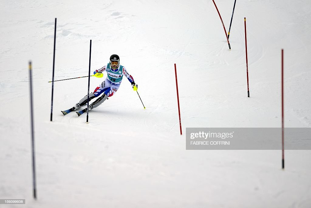 France's Alexis Pinturault clears a gate on January 13, 2013 to placed 6th during the men's giant slalom race of the FIS Alpine Skiing World Cup in Adelboden. AFP PHOTO / FABRICE COFFRINI