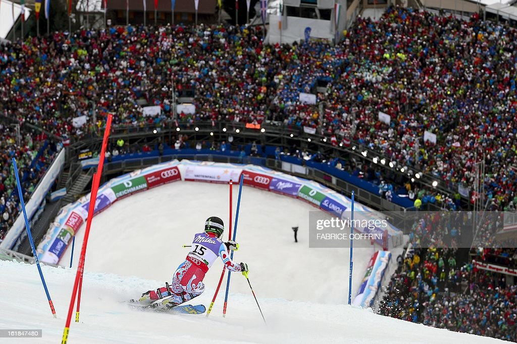 France's Alexis Pinturault clears a gate while completing the second run to placed 6th in the men's slalom at the 2013 Ski World Championships in Schladming, Austria on February 17, 2013. AFP PHOTO / FABRICE COFFRINI