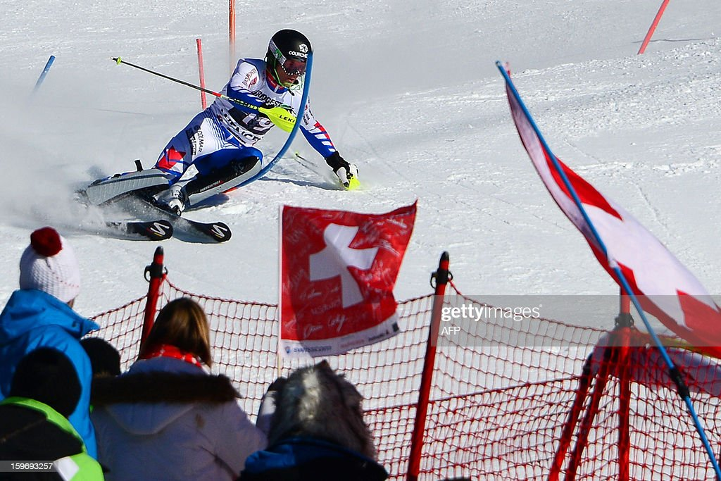 France's Alexis Pinturault (C) competes during the men's World Cup Super Combined alpine skiing race, on January 18, 2013, in Wengen. France's Alexis Pinturault won ahead of Croatia's Ivica Kostelic and Switzerland's Carlo Janka. AFP PHOTO / OLIVIER MORIN