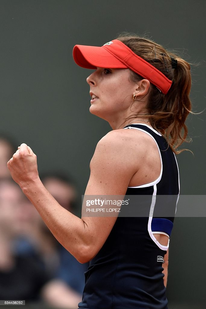 France's Alize Cornet reacts after winning a point against Germany's Tatjana Maria during their women's second round match at the Roland Garros 2016 French Tennis Open in Paris on May 26, 2016. / AFP / PHILIPPE