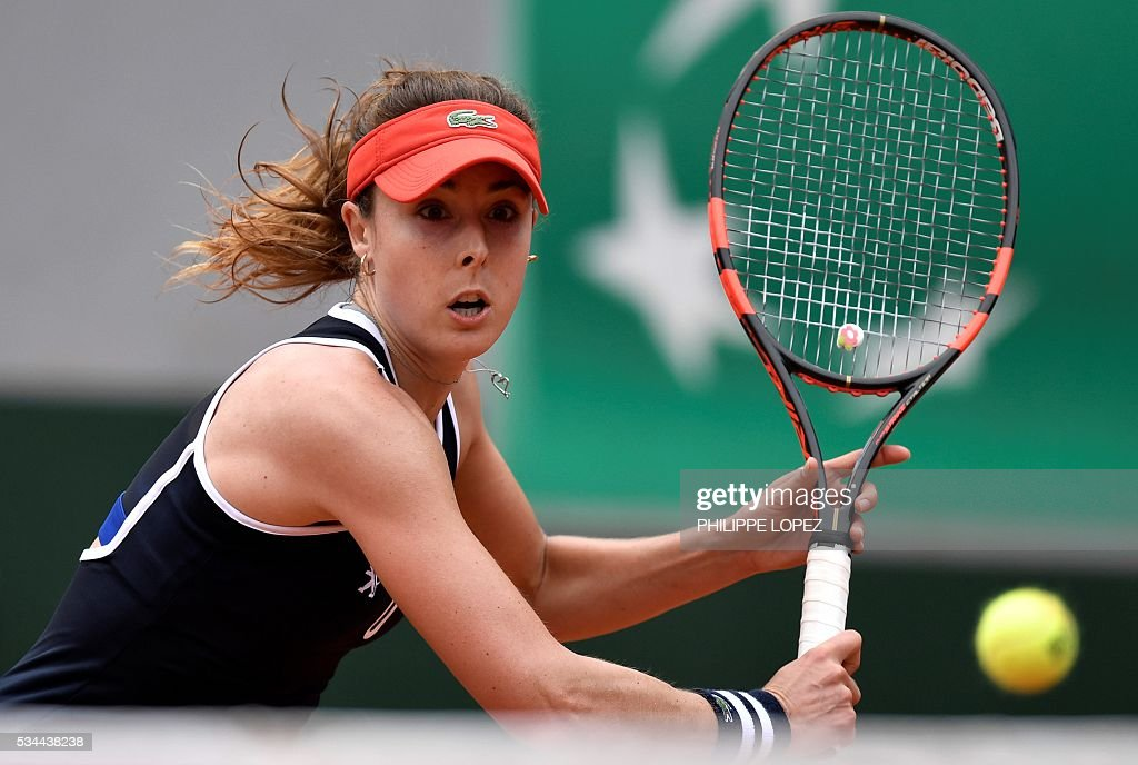 France's Alize Cornet returns the ball to Germany's Tatjana Maria during their women's second round match at the Roland Garros 2016 French Tennis Open in Paris on May 26, 2016. / AFP / PHILIPPE