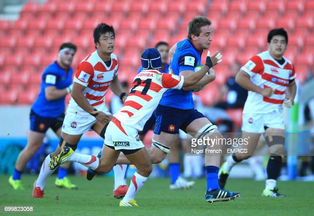 France's Anthony Jelonch is tackled by Japan's Naoto Saito