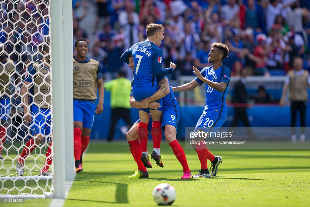 France's <a gi-track='captionPersonalityLinkClicked' href=/galleries/search?phrase=Antoine+Griezmann&family=editorial&specificpeople=7197539 ng-click='$event.stopPropagation()'>Antoine Griezmann</a> celebrates scoring his sides second goal with team mates <a gi-track='captionPersonalityLinkClicked' href=/galleries/search?phrase=Olivier+Giroud&family=editorial&specificpeople=5678034 ng-click='$event.stopPropagation()'>Olivier Giroud</a> (lef) and <a gi-track='captionPersonalityLinkClicked' href=/galleries/search?phrase=Kingsley+Coman&family=editorial&specificpeople=10485667 ng-click='$event.stopPropagation()'>Kingsley Coman</a> (right) during the UEFA Euro 2016 Round of 16 match between France v Republic of Ireland at Stade de Lyon on June 26 in Lyon, France.